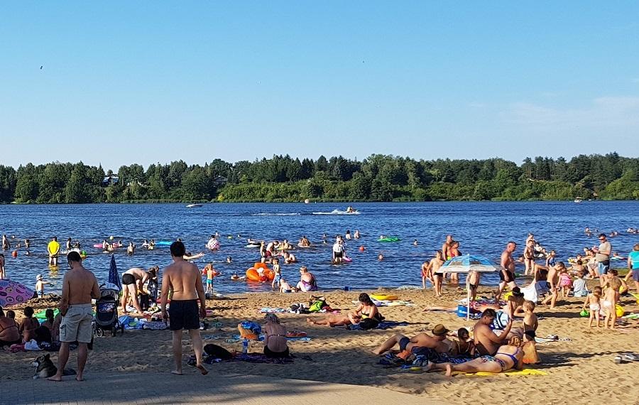 Plaża wWieliszewie zratownikami