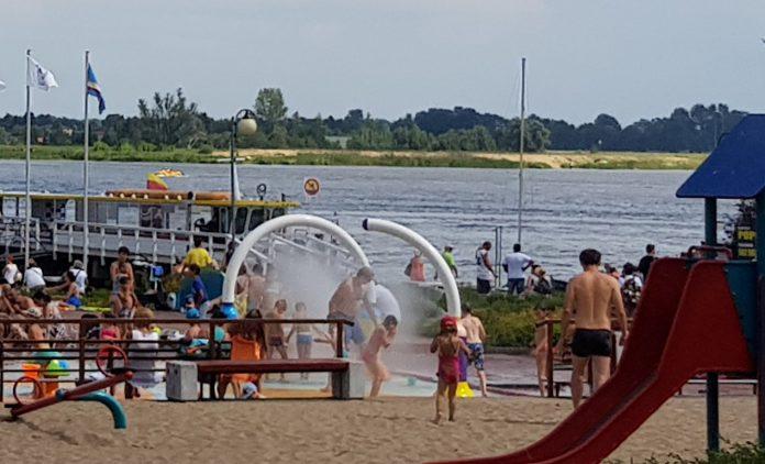 Serocka plaża ma kurtyny wodne